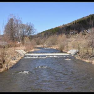 B84 Jaro na řece