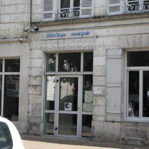 knihovna v Ribéracu