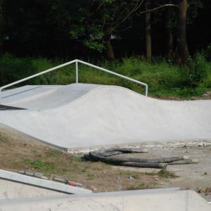 Stavba skateparku