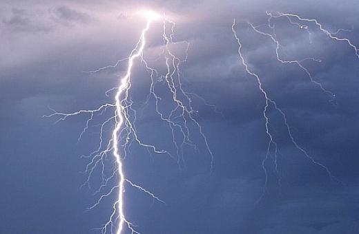 Úterní výstraha před bouřkami
