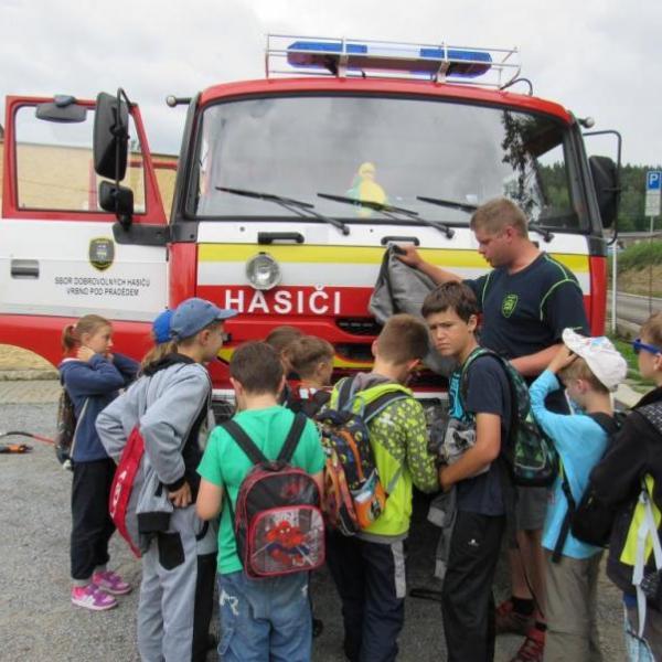 hasiči s dětmi, autor: K. Klausová