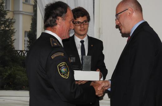 Premiér Sobotka ocenil hasiče K. Friedricha