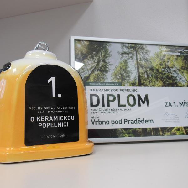 keramická popelnice 2016, autor: Alena Kiedroňová