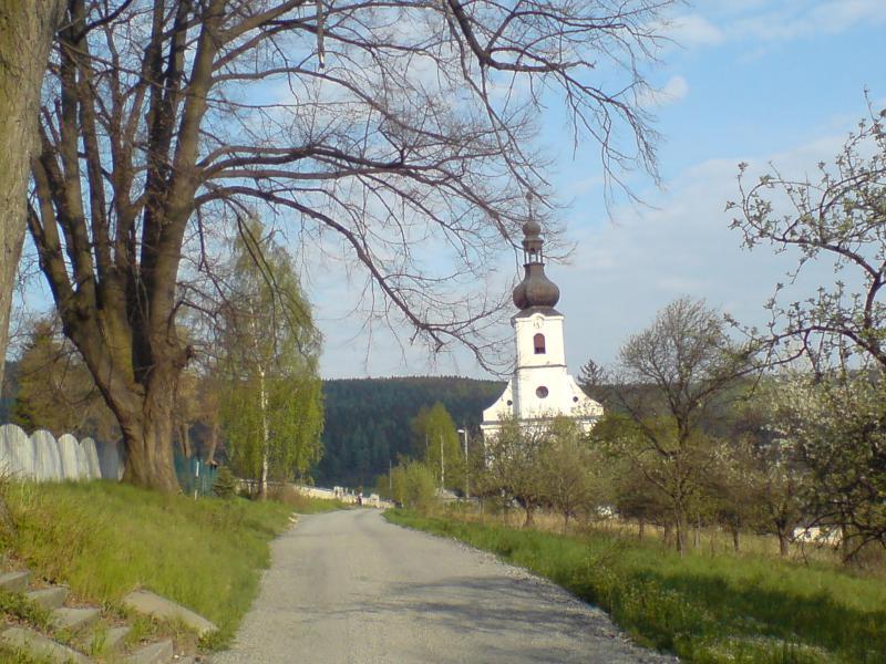 Kostel sv. Jana Nepomuckého v Karlovicích, obrázek se otevře v novém okně