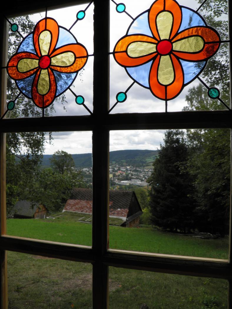 Kaple Panny Marie Sněžné - okno, obrázek se otevře v novém okně