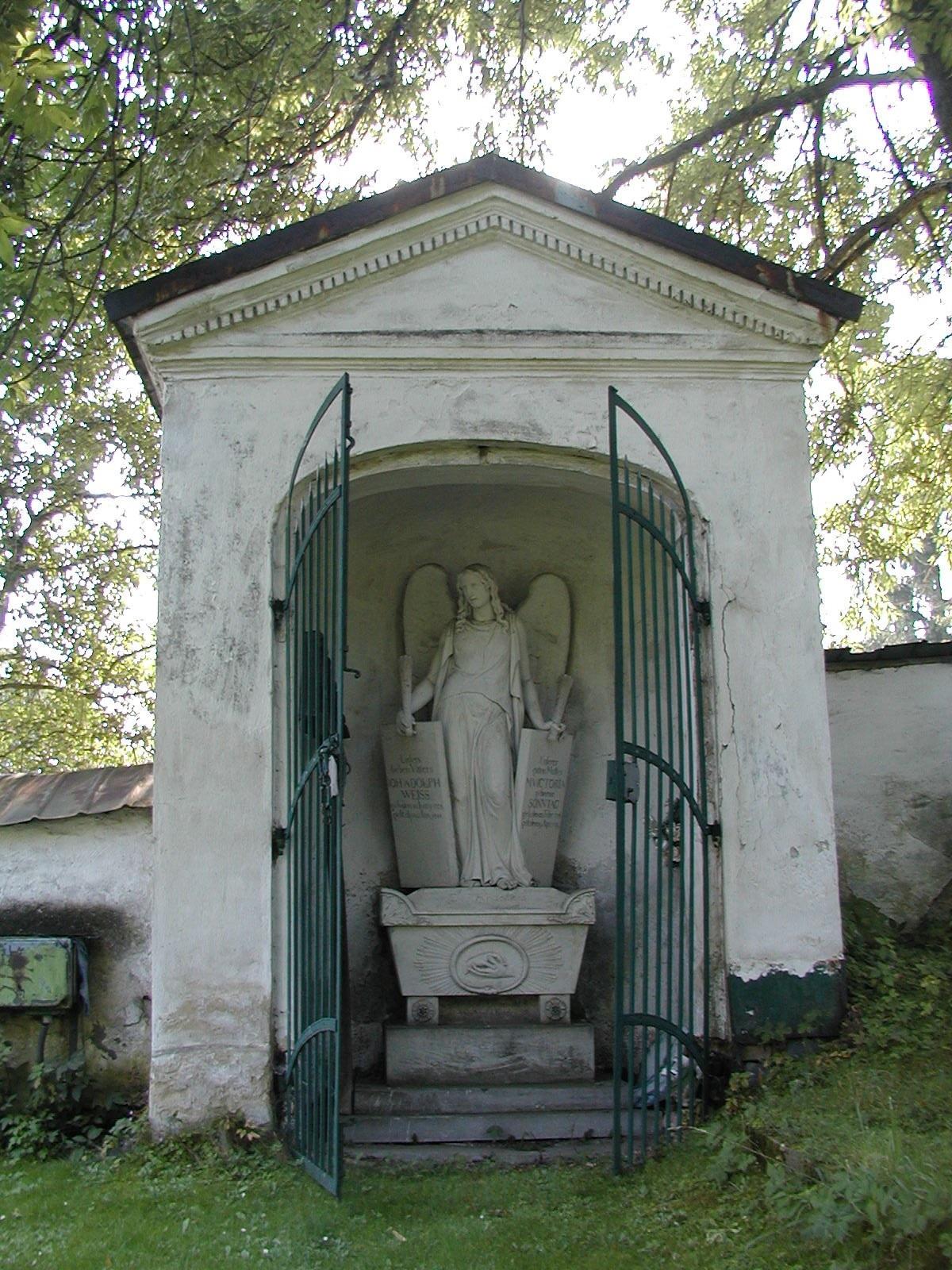 hrobka manželů Weissových, obrázek se otevře v novém okně