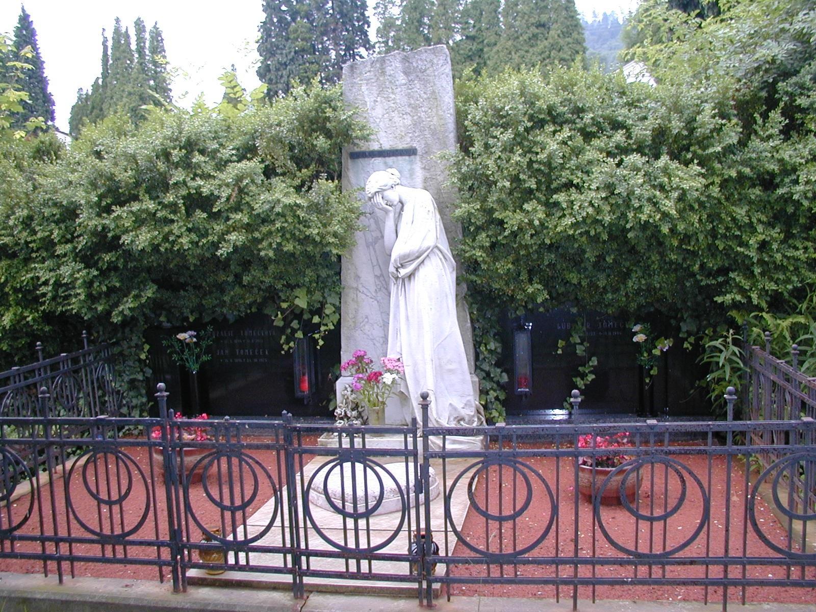 hrob č  756 – dnes rodiny Tomečkové, obrázek se otevře v novém okně