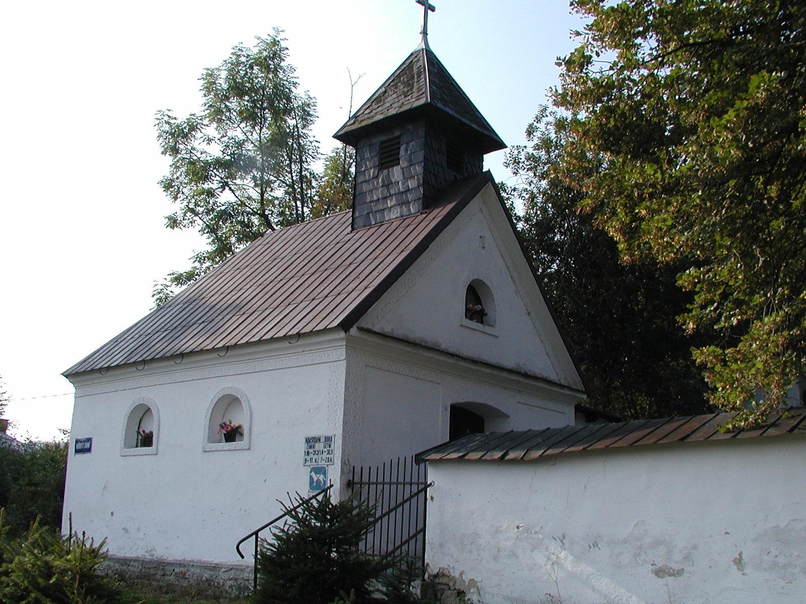 hřbitovní kaple, obrázek se otevře v novém okně