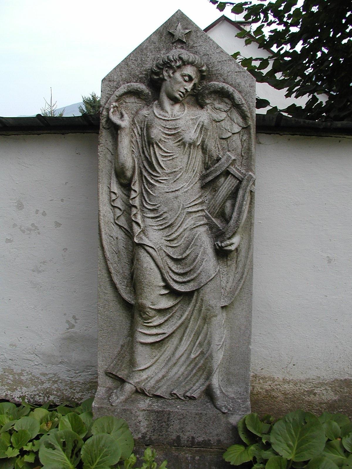 náhrobek Anny Auerové, obrázek se otevře v novém okně