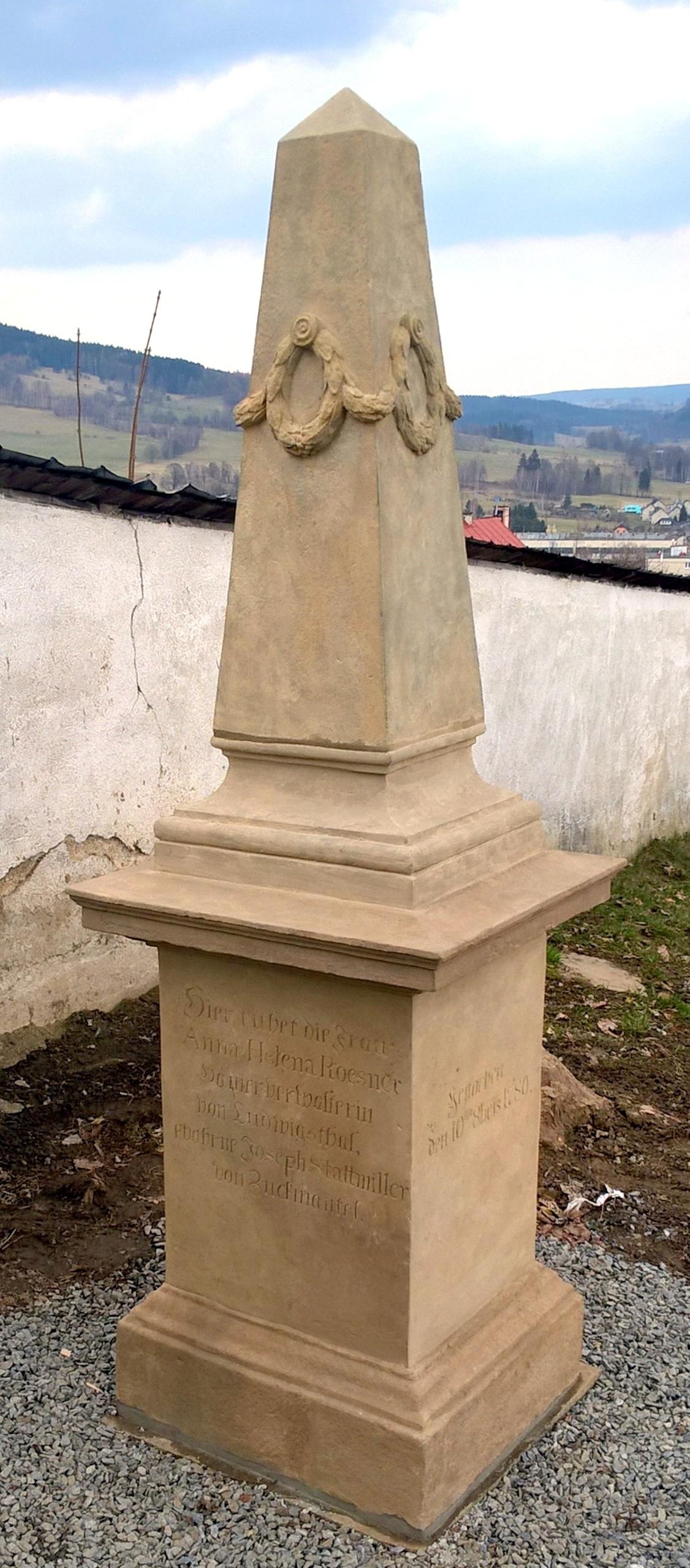 náhrobek Anny Heleny Roesnerové, obrázek se otevře v novém okně